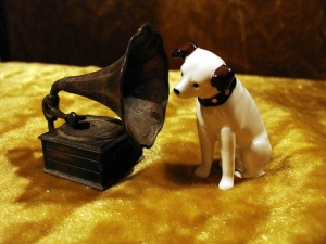 Nipper and Durham Industries 1976 Phonograph