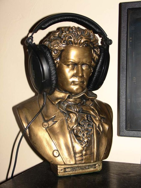 Beethoven Headphone Stand sm