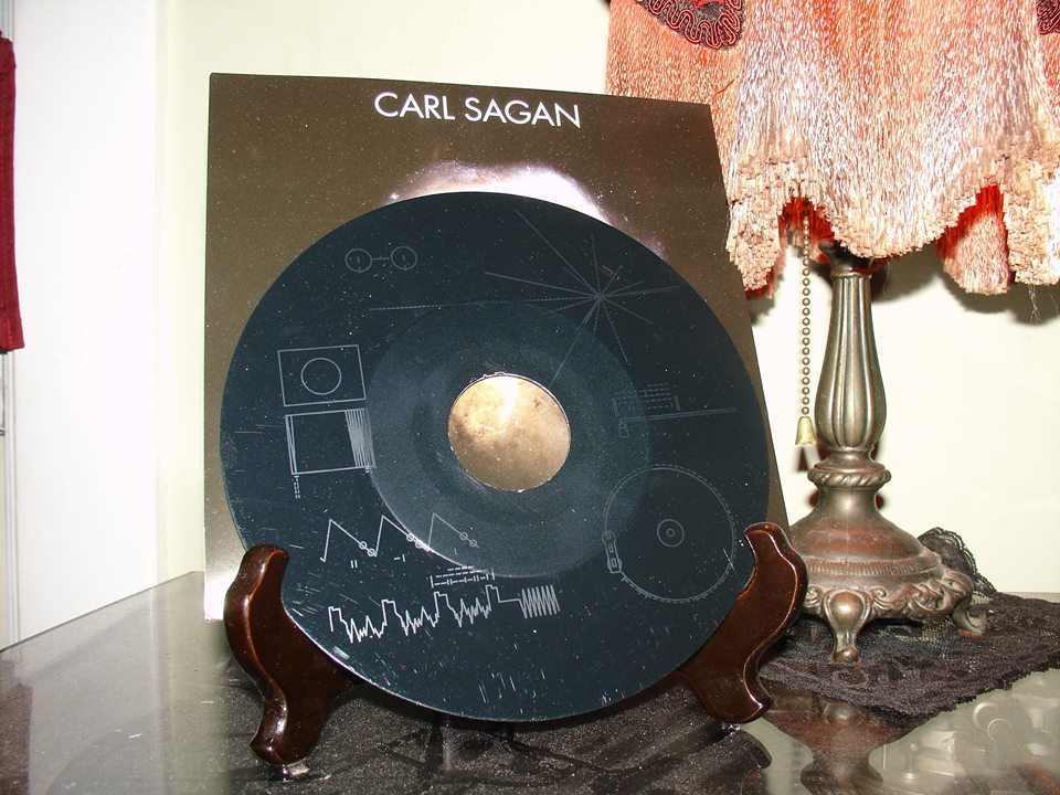 carl-sagan-a-glorious-dawn-by-symphony-of-science-single-sided-7%22-reverse-etched-with-the-image-of-the-voyager-golden-record