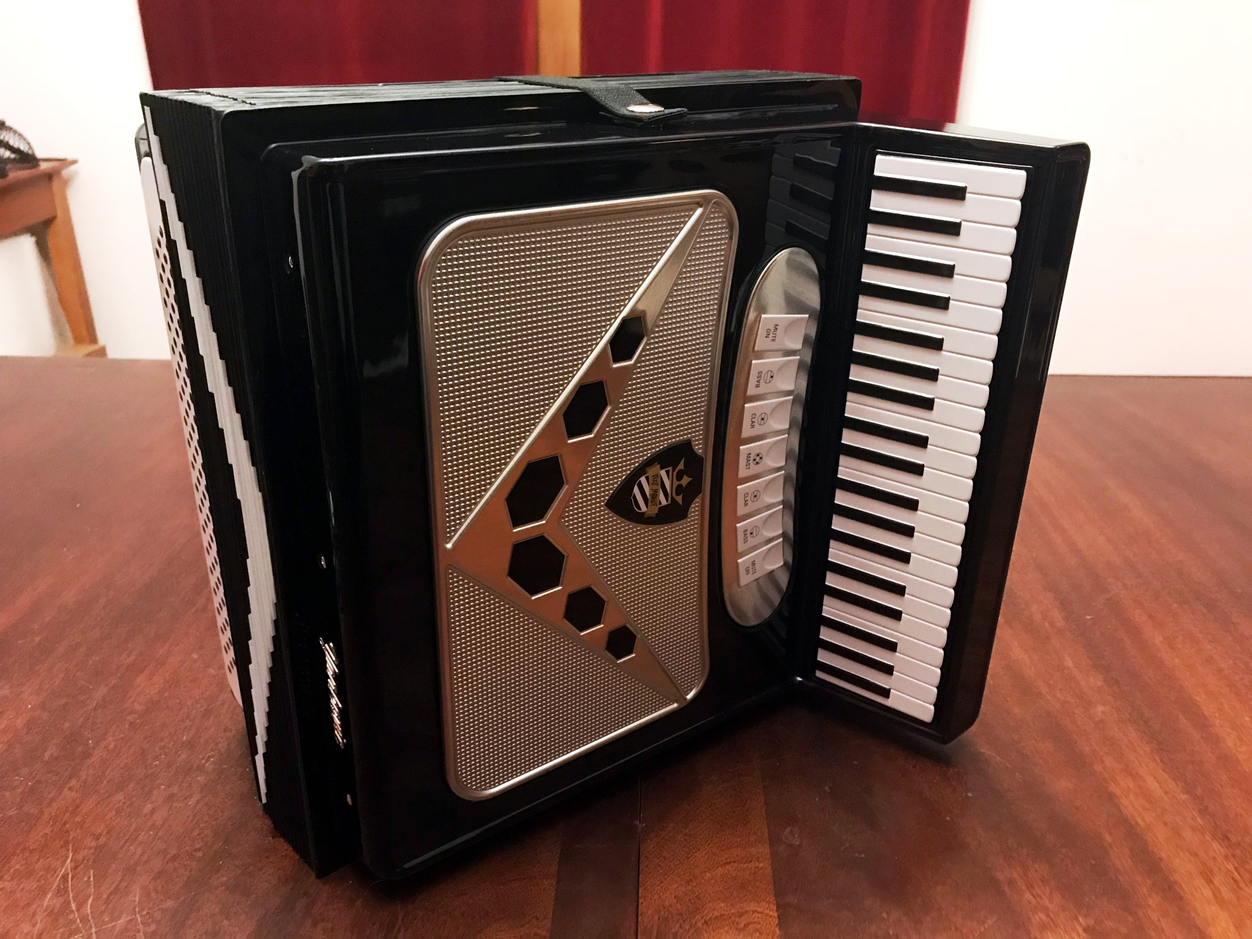 Weird Al Yankovic - Squeeze Box 01
