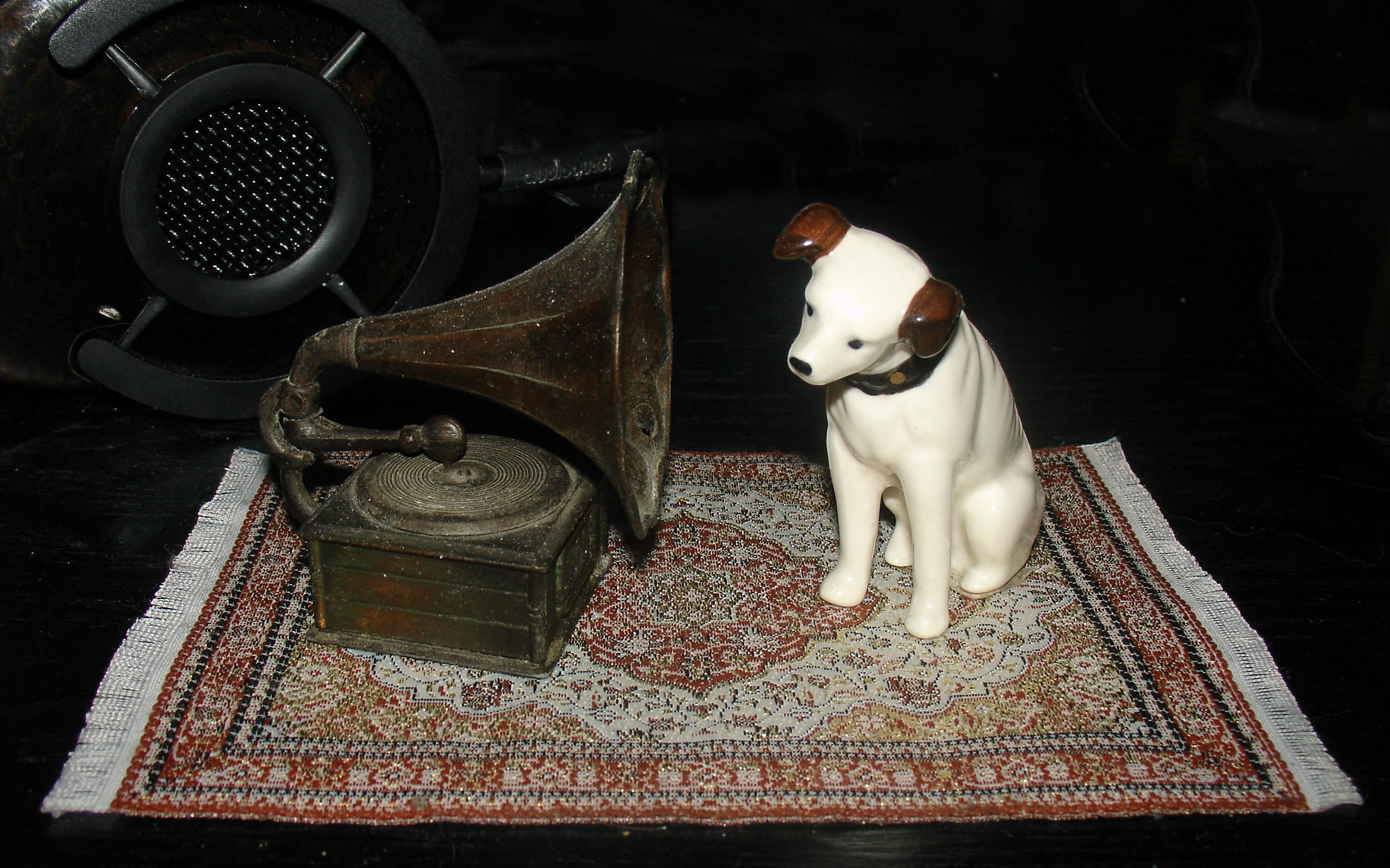 Nipper and Gramaphone Miniature - His Master's Voice 03-20-18
